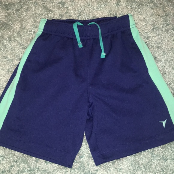 Boys small 6/7 shorts